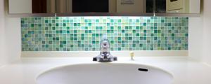 ガラス モザイク タイル DIY 洗面所